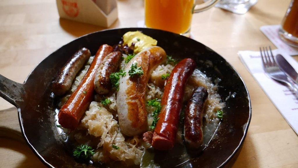 A Salsicha de Nuremberg é a mais famosa por ali, recebeu o título de Primeira Salsicha da Europa, pela União Européia.