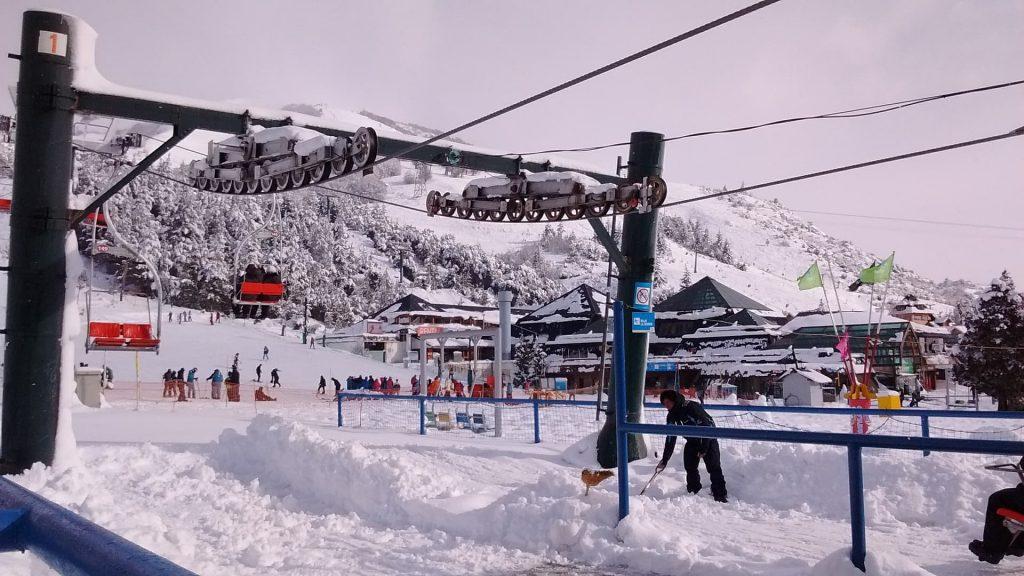 Estação de esqui na neve