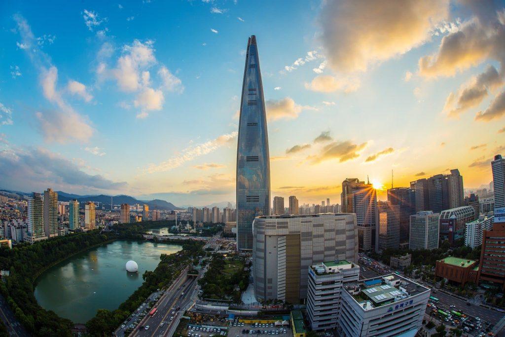 Vista panorâmica de Seul na Coreia do Sul. Destaque para a Namsan Tower.
