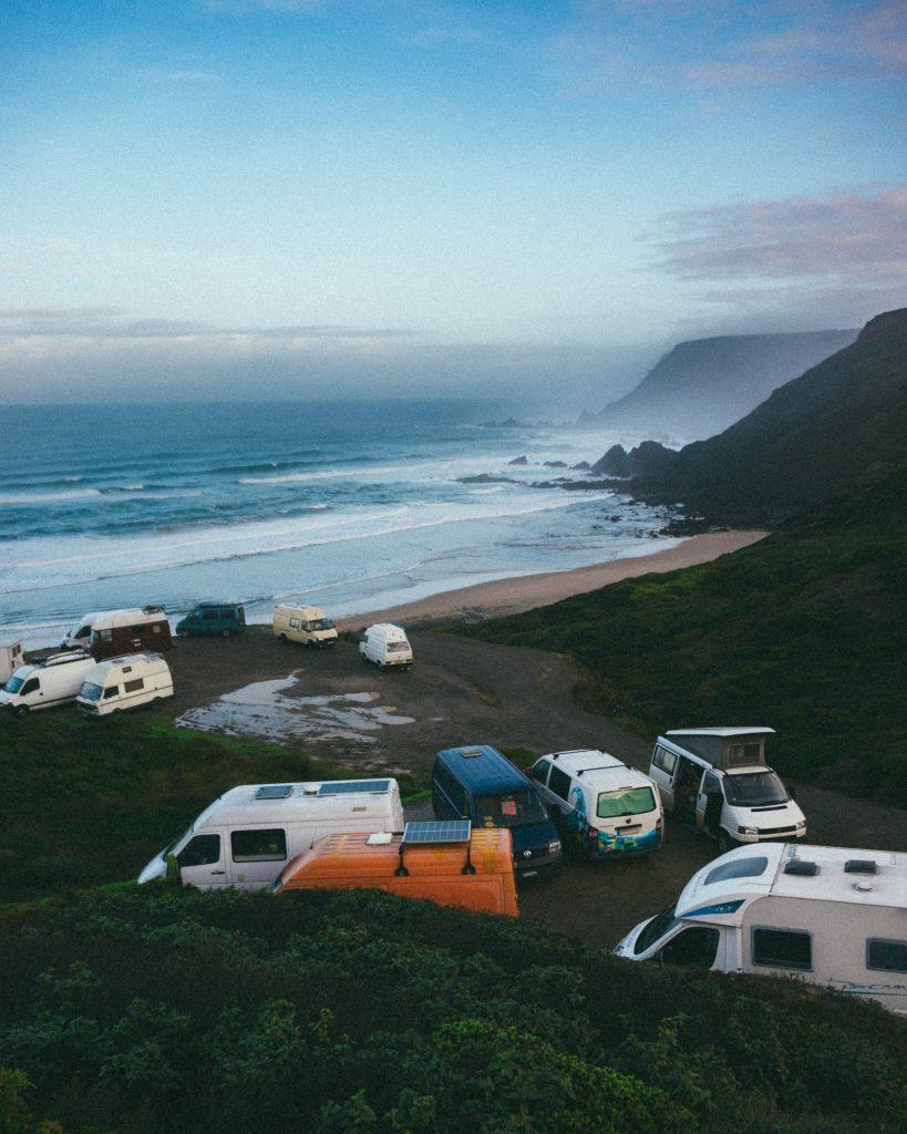 Varias vanlife acampando
