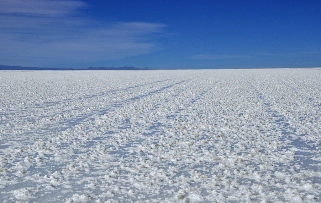 Salar Uyuni na Bolivia, parece uma mar de neve.