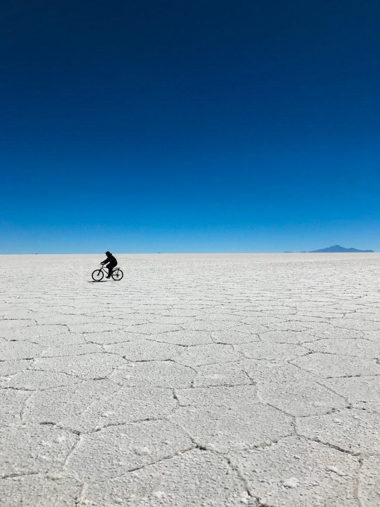 Salar Uyuni na Bolívia passeio de bicicleta