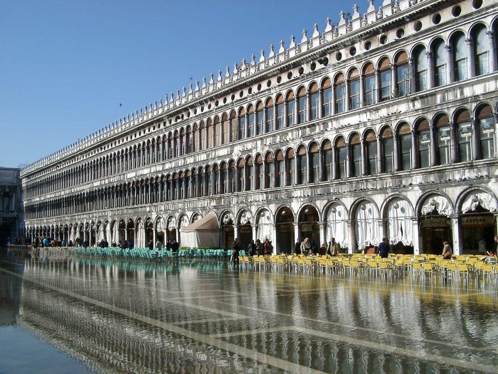 Veneza afunda um pouco por ano