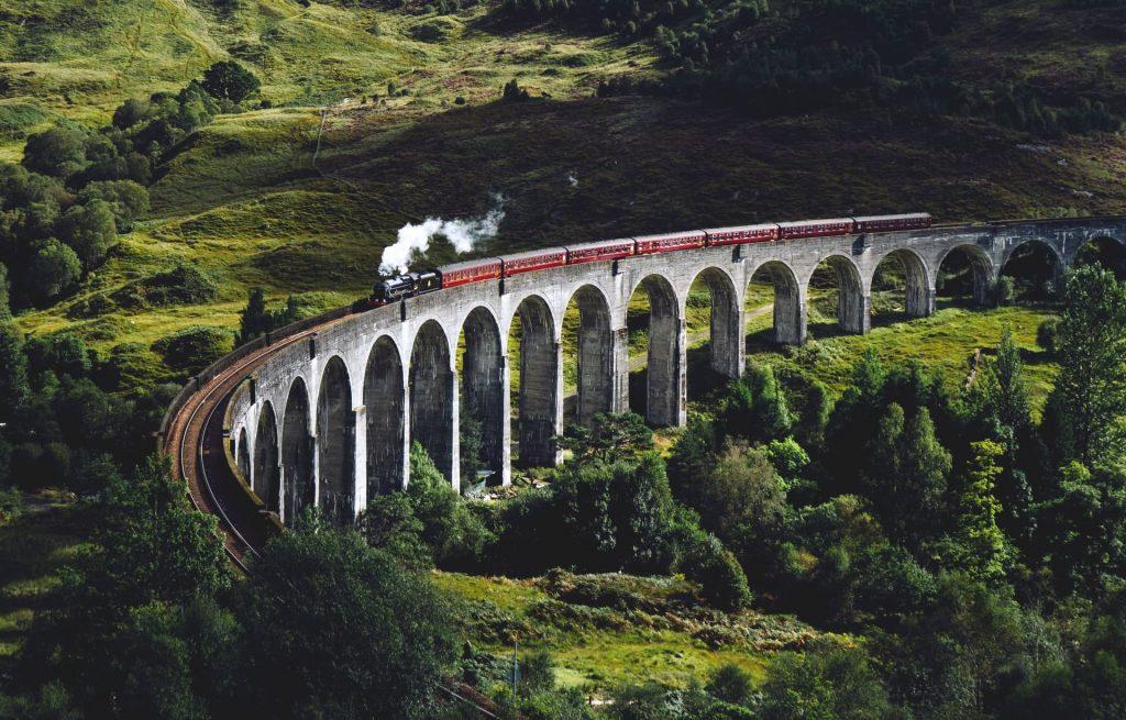 viaduto de trem na Escócia