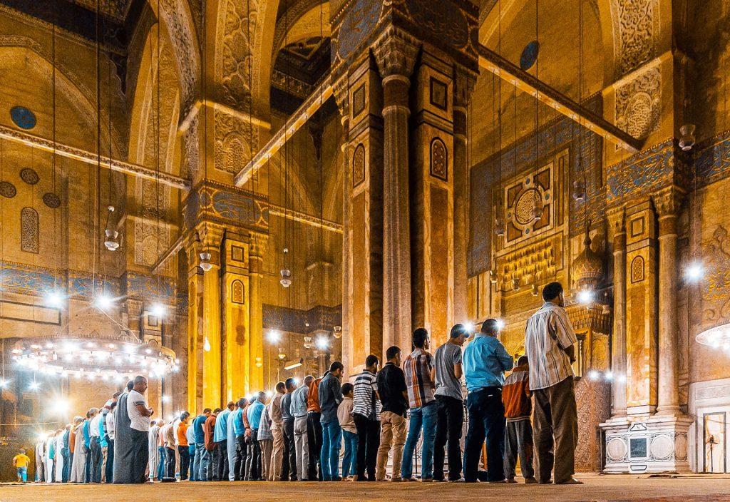 Orações na Mesquita Hassan
