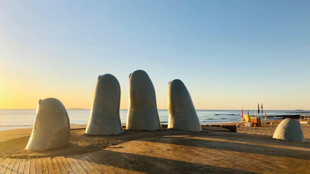 La mano em Playa Brava em Punta DEl Este