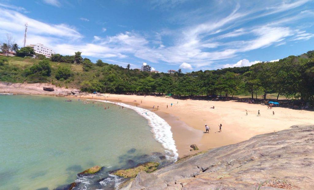 Praia dos padres no Espirito Santo. Foto Leonardo Amoyr (https://maps.google.com/maps/contrib/114581048855002615686)